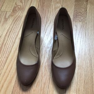 Brown womens heels size 8.5